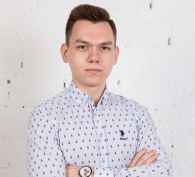 [:ru]Дмитрий[:en]Dmitriy[:], [:ru]Маркетолог[:en]Marketer[:]