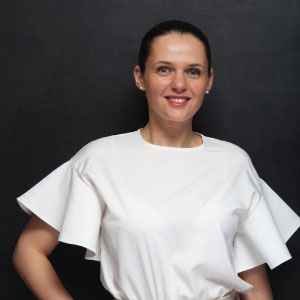 [:ru]Вера[:en]Vera[:], Real estate expert